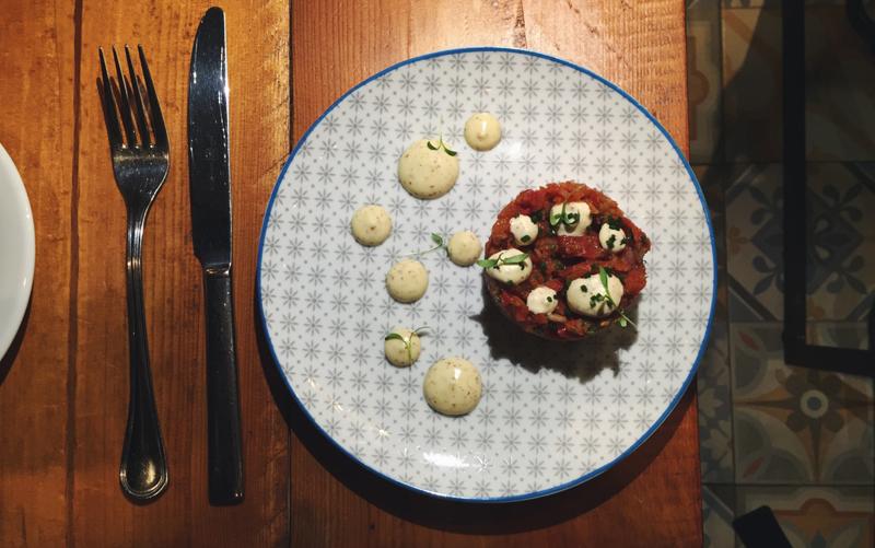 Tartar de tomate del restaurante Sensi Gourmet Tapas