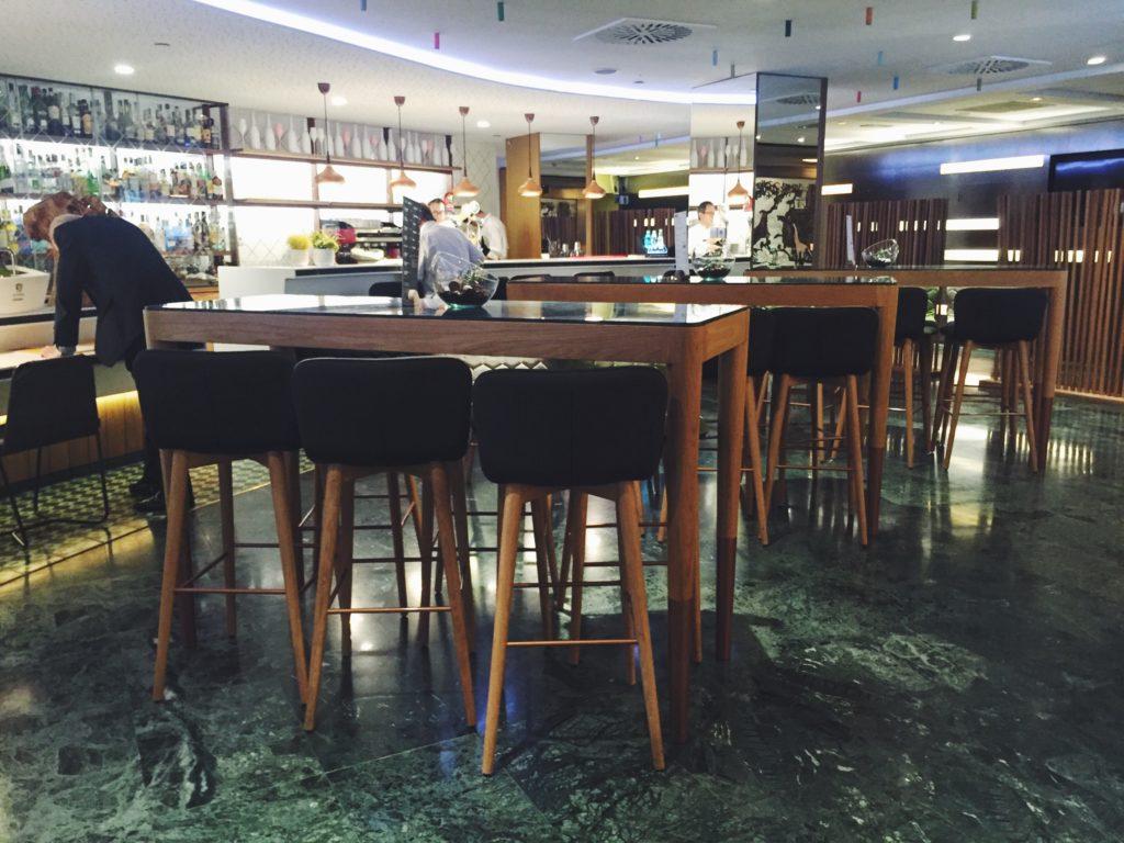 Interior del restaurante Cheeso