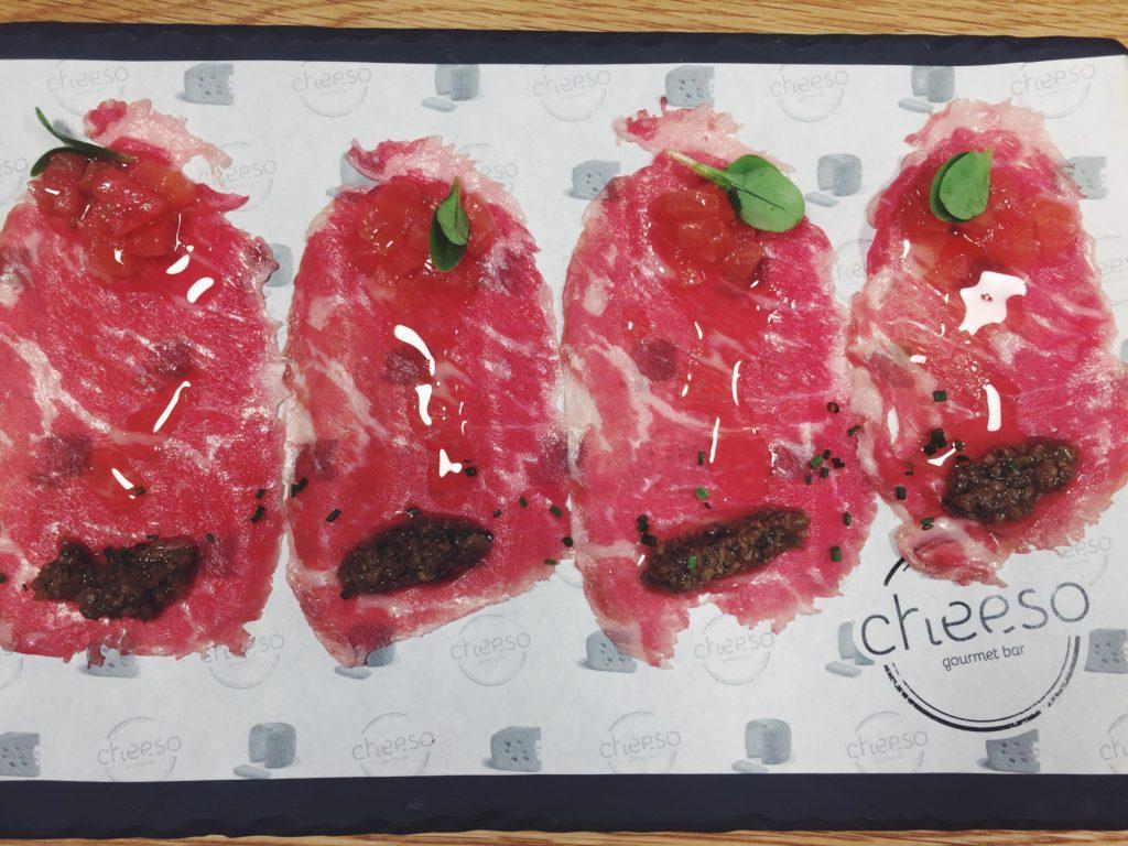 Carpaccio de ternera con trufa y tomate de Cheeso