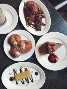 Selección de postres del restaurante Puerto Chico