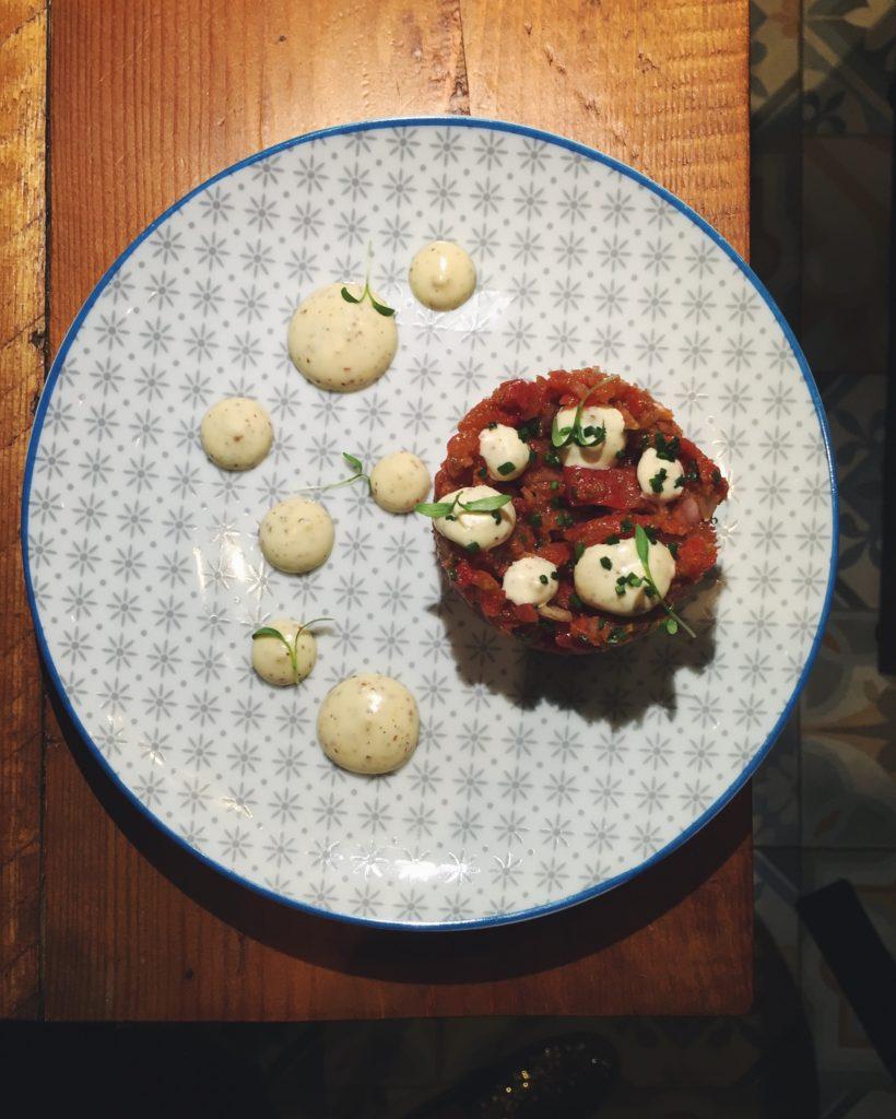 Tartar de tomate del restaurante Gourmet Tapas by Sensi