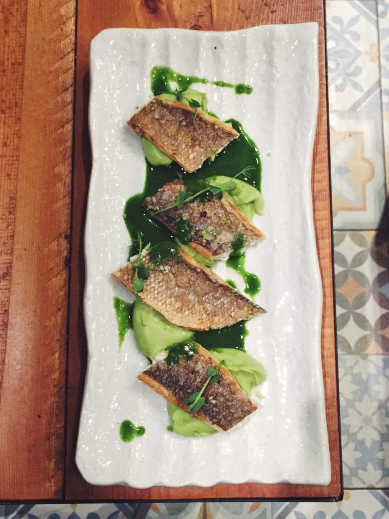Lubina del restaurante Gourmet Tapas by Sensi