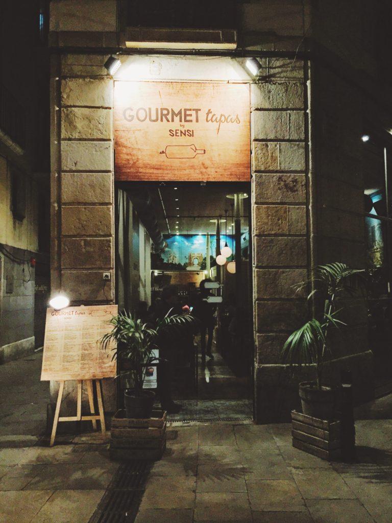 Entrada del restaurante Gourmet Tapas by Sensi