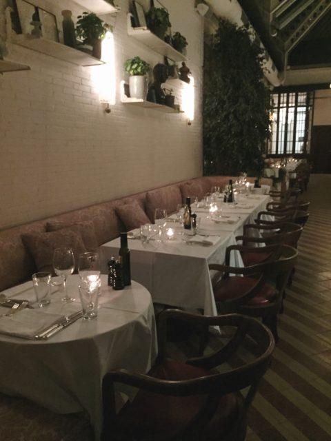 Interior del restaurante Cecconi's Barcelona