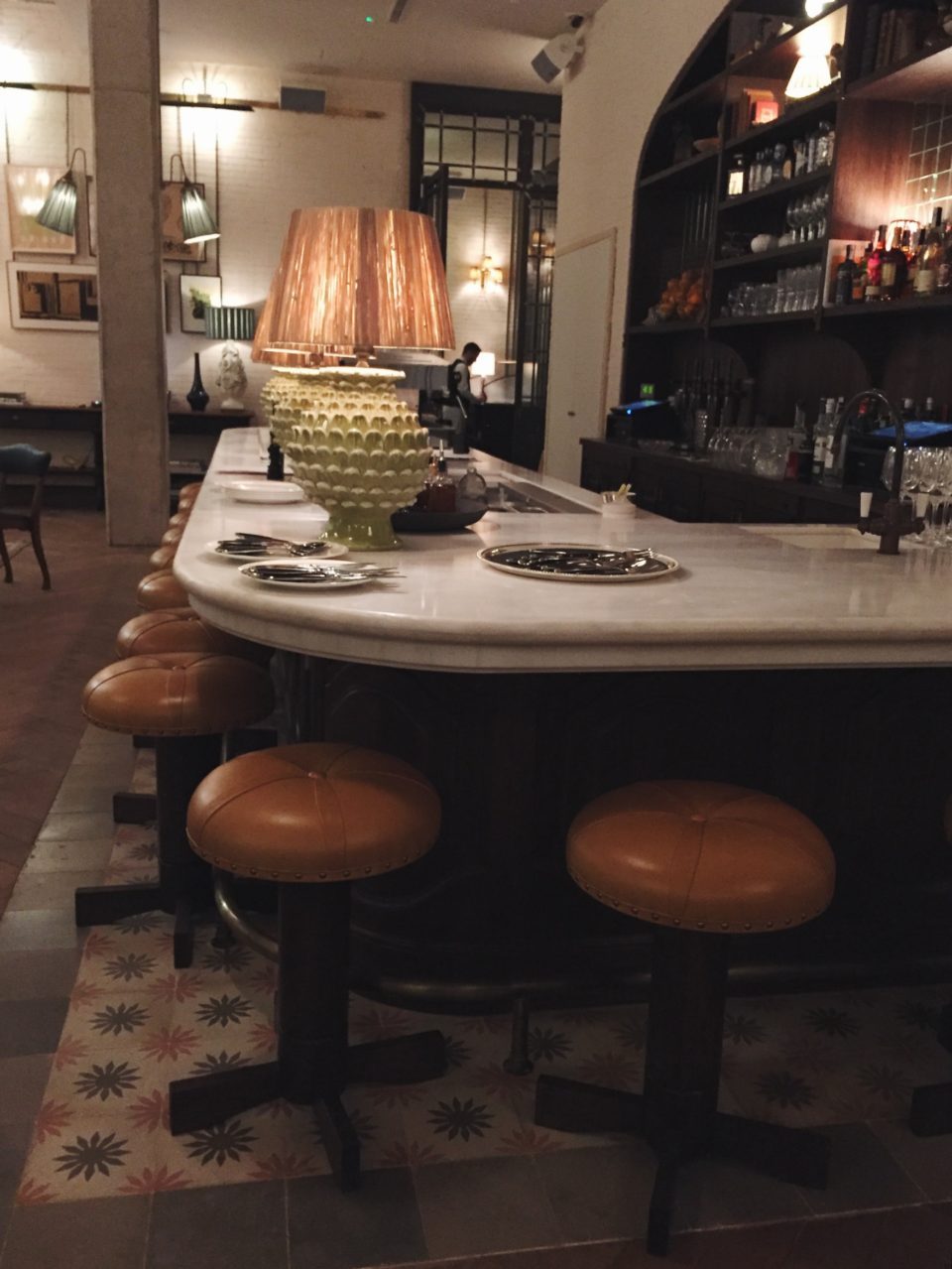 Barra interior del restaurante Cecconi's Barcelona