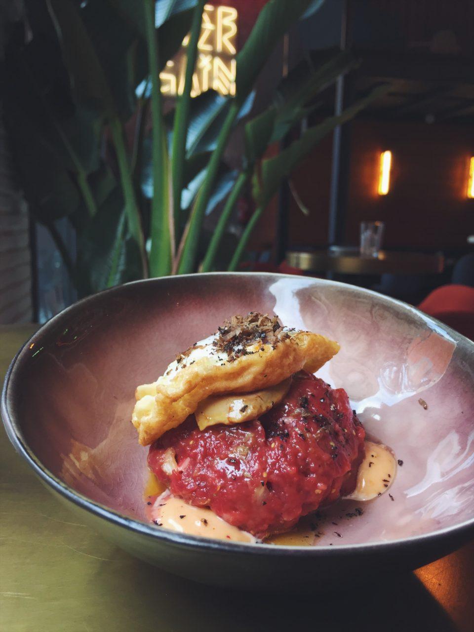 Steak tartar del restaurante El Mama y La Papa