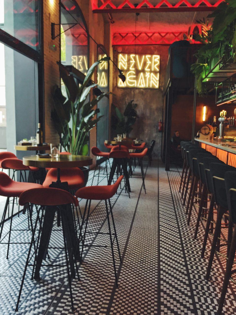 Interior del restaurante El Mama y La Papa